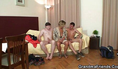 एक आदमी के वीडियो में सेक्सी पिक्चर मूवी साथ युवा बकवास अपने घुटनों पर मिलता है, एक योग्य सह शॉट निगल