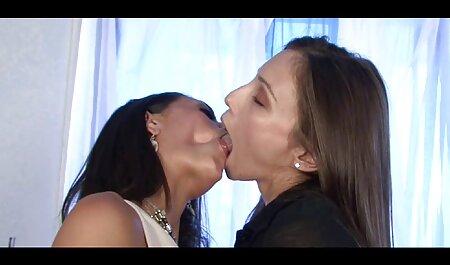 पत्नी इंग्लिश में सेक्सी मूवी और दोनों छेद में प्रेमी