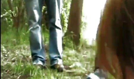 खुद को तीन छेद में आदमी के लिए सेक्सी वीडियो हिंदी मूवी में एक गीला स्पंज