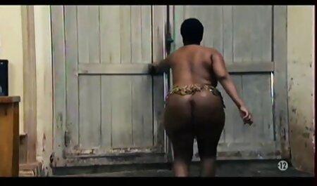 युवा अश्लील अभिनेत्री सेक्सी हिंदी मूवी वीडियो में