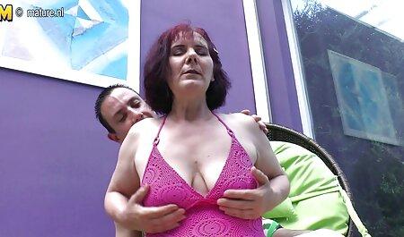 लड़की धीरे से फिसलने के सेक्सी वीडियो में मूवी बीच बड़े स्तन,,
