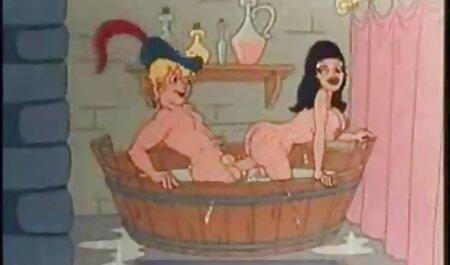सुंदर सेक्सी वीडियो में हिंदी मूवी रसोई घर में अपने मुर्गा दिखा रहा है और एक किशोर के साथ जंगली